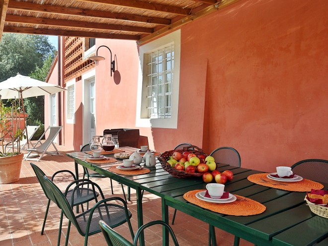 maison rossa location maison toscane provinces lucques. Black Bedroom Furniture Sets. Home Design Ideas